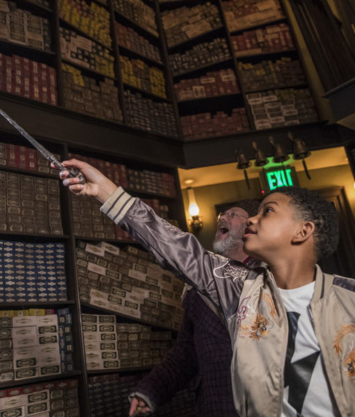 Lonnie Chavis Gives Us a Tour of Universal Orlando Resort's Wizarding World…