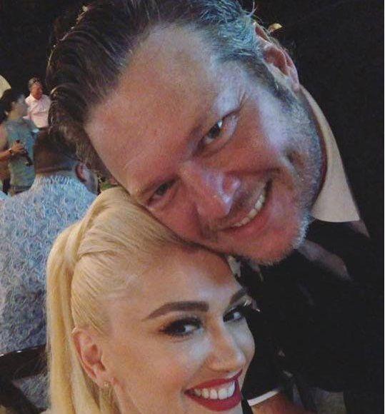 Gwen Stefani & Blake Shelton All Loved Up at a Texas Wedding