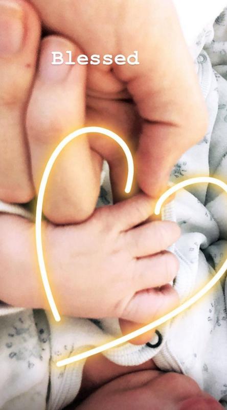 Candice-Swanepoel-baby