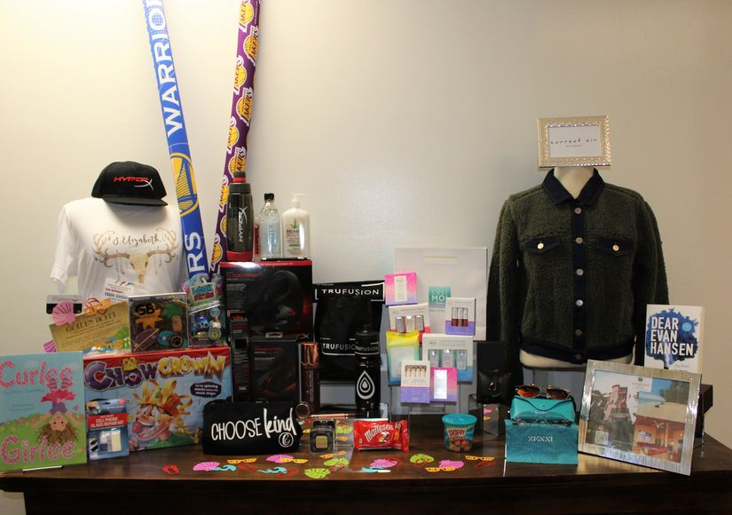 Win It! Teen Choice Awards Prize Pack (1 of 2)