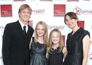 Elle & Dakota Fanning's Parents Divorce