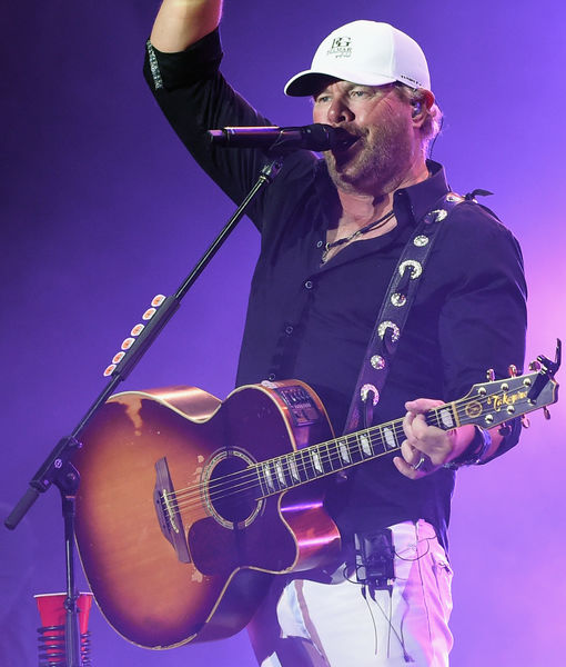 Toby Keith's Must-Haves on Tour, Plus: His Craziest Fan Encounters