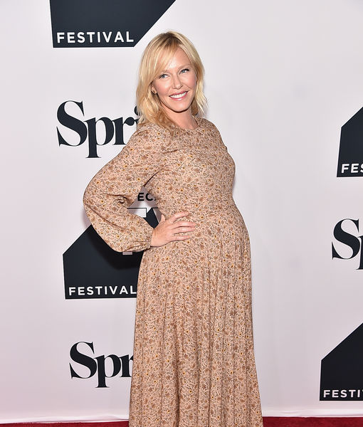 Kelli Giddish Expecting Baby #2 — See Her Growing Bump!