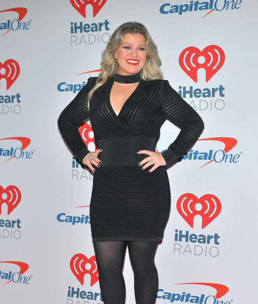 Kelly Clarkson Explains Recent iHeartRadio Tweets