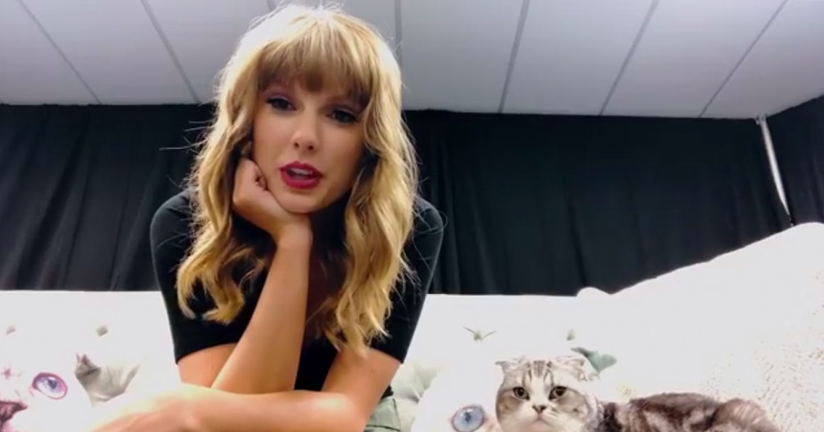 Taylor Swift To Open American Music Awards… And Her Cat Is