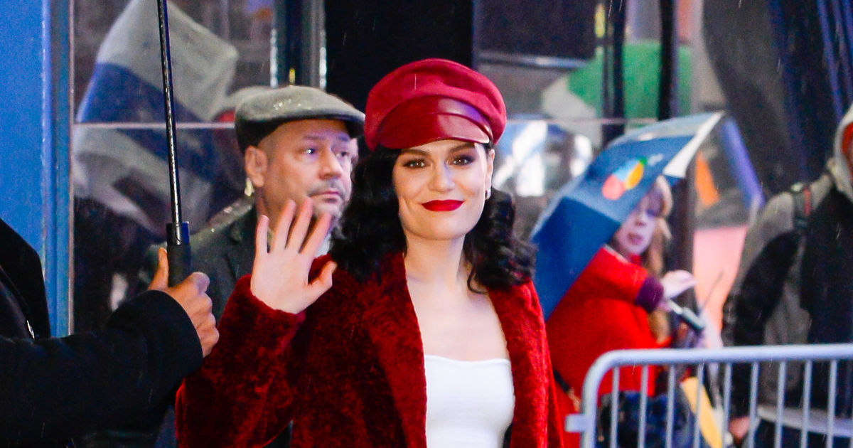 Jessie Christmas.Jessie J Gets In The Holiday Spirit With Christmas Album And