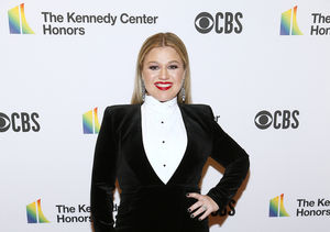 Stars Collide! Watch Kelly Clarkson Meet Cher for the First Time