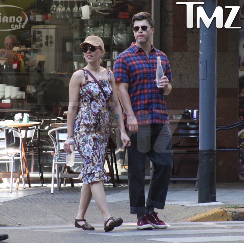 Scarlett Johansson Colin Jost argentina together photos-bugged-02-resized