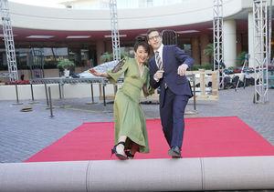 Co-Hosts Sandra Oh & Andy Samberg Tease Golden Globes