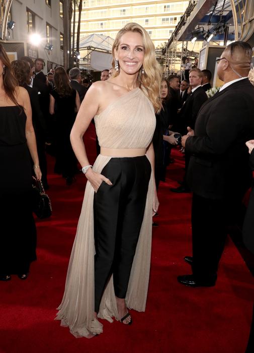 See Julia Roberts Gorgeous Golden Globes Pantsuit