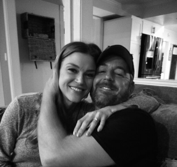 'The Orville' Co-Stars Scott Grimes & Adrianne Palicki Engaged — See…