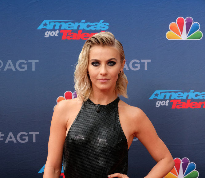 Julianne Hough Is on the Same Wavelength as Simon Cowell on 'America's Got…