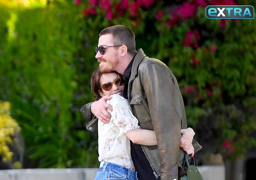 Exclusive Pics! Emma Roberts & Garrett Hedlund Packing on the PDA