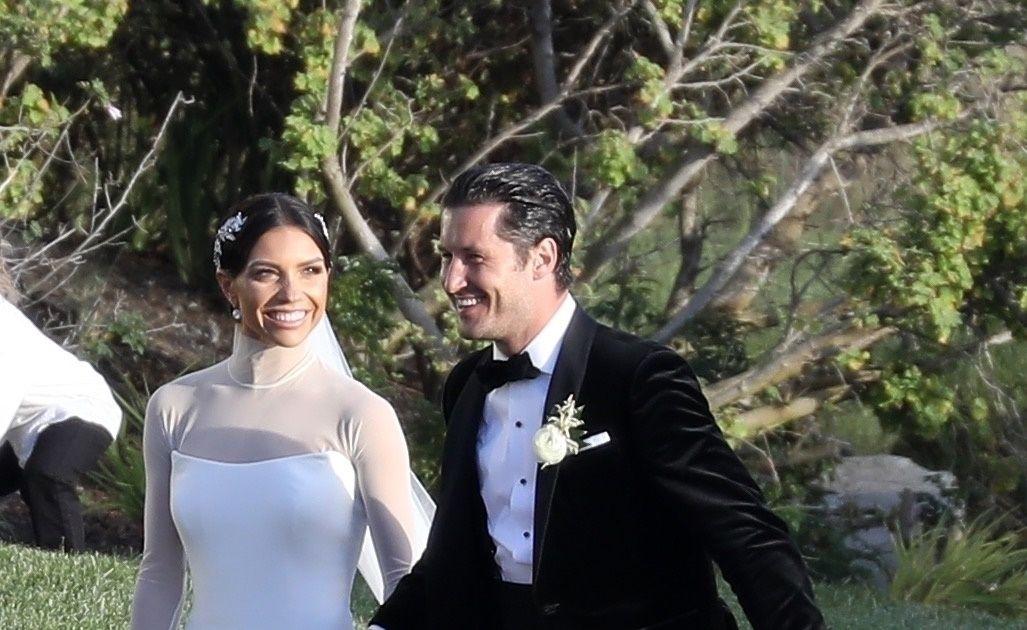 Lindsay Arnold Wedding.Wedding Pics Dwts Pros Val Chmerkovskiy Jenna Johnson Tie The