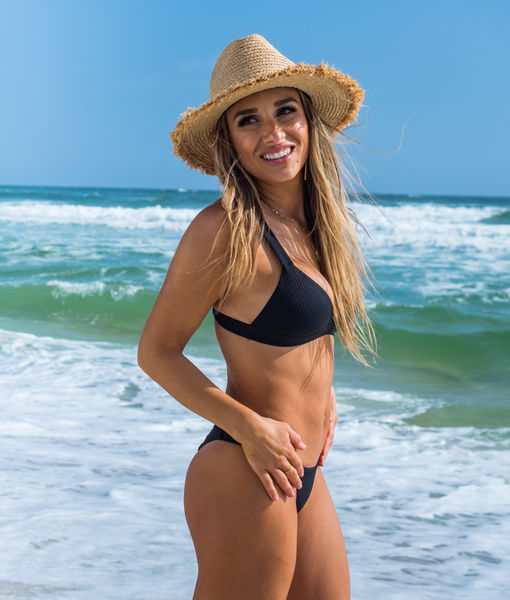 Jessie James Decker Shows Off Incredible Bikini Bod