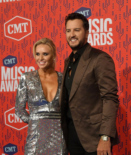 Pics! Stars at the CMT Awards 2019