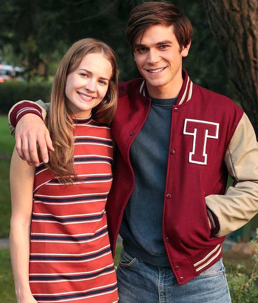 Comic-Con Sweethearts? KJ Apa & Britt Robertson Spotted Kissing
