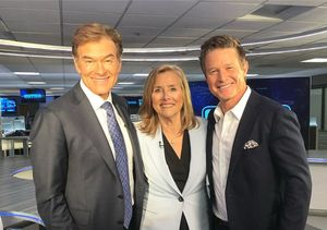 LOL! Watch Meredith Vieira & Dr. Oz's Star Collison on 'Extra' Set