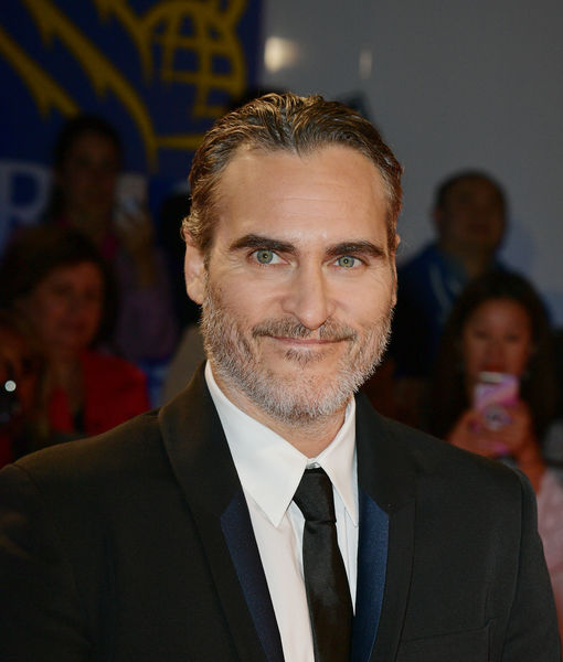 Joaquin Phoenix Opens Up to 'Extra' About 'Joker' and His Late Brother,…