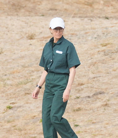 First Pic of Felicity Huffman in Prison Jumpsuit, Plus: Details of…