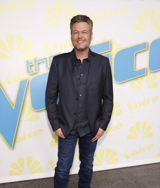 Pic! Blake Shelton Shows Off His Quarantine Mullet as Gwen Stefani Takes It to…