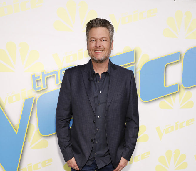 Blake Shelton Dishes on Cooking a Novelty Thanksgiving Turkey with Gwen…