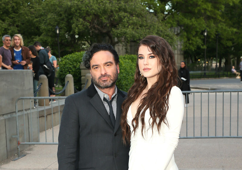 Johnny Galecki & Much Younger GF Alaina Meyer Welcome First Child! See the…