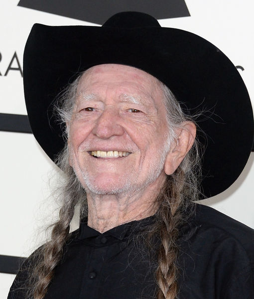 Willie Nelson Quits Smoking Weed, Plus: More Celeb Headlines