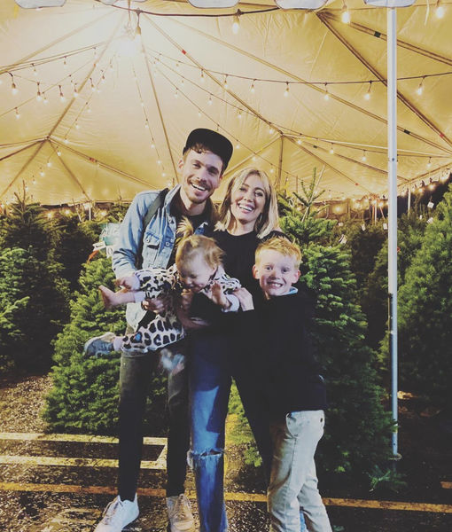 Pics! Stars Get in the Holiday Spirit!