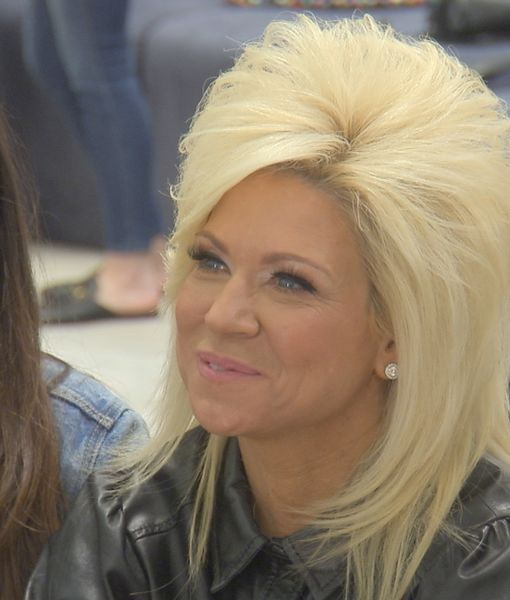'Say Yes to the Dress: America' — Theresa Caputo Gives Surprise Reading…