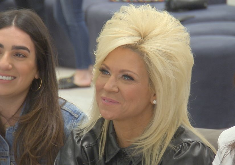 'Say Yes to the Dress: America' — Theresa Caputo Gives Surprise Reading While Shopping with Victoria!