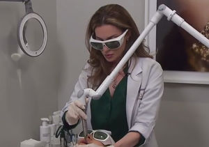 No Surgery, No Pain! The 4D Laser Lift You Can Get on Your Lunch Break