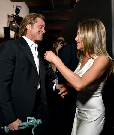 Friendly Exes! Brad Pitt & Jennifer Aniston Reunite at the SAG…