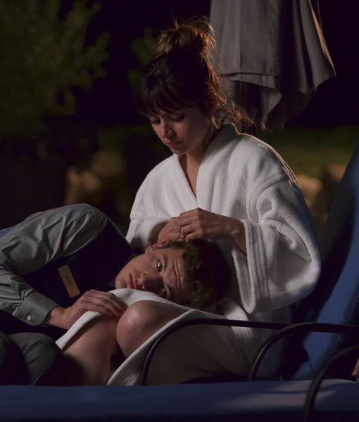 'Extra' Exclusive Clip! Watch Tye Sheridan & Ana de Armas'…