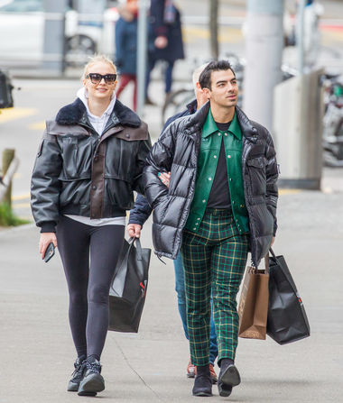 First Pics of Joe Jonas & Sophie Turner After Baby News, Plus:…