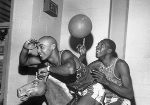 Fred 'Curly' Neal of the Harlem Globetrotters Dead at 77