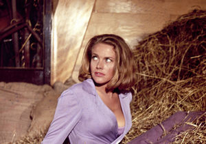 Honor Blackman, 'Goldfinger's' Pussy Galore, Dead at 94