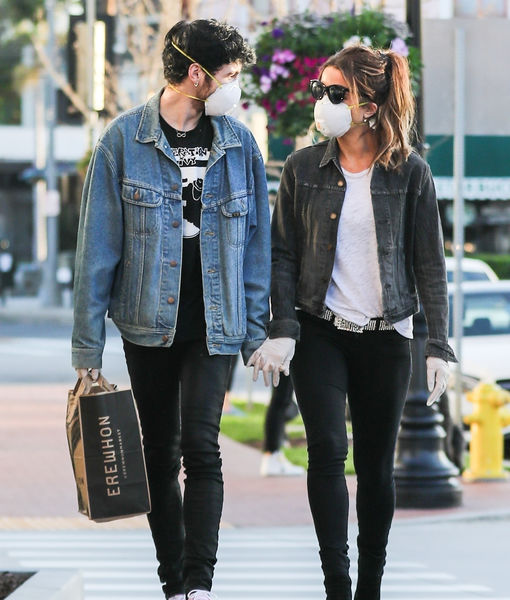 Love Is In the Air! Kate Beckinsale & Goody Grace Show a Little PDA at the Grocery Store