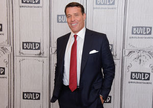 Tony Robbins Combats COVID-19 Pandemic with Billion Meals Challenge