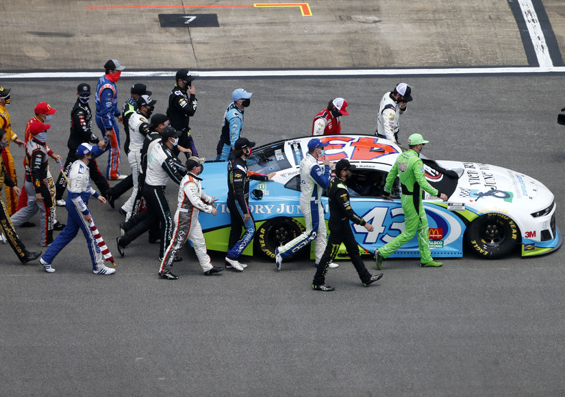 Pics: NASCAR Shows Huge Support for Bubba Wallace After Noose Is Found in Garage