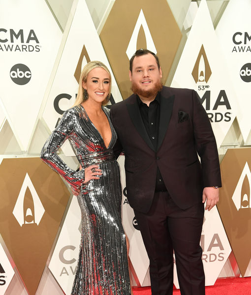 Country Singer Luke Combs Marries Nicole Hocking Extratv Com
