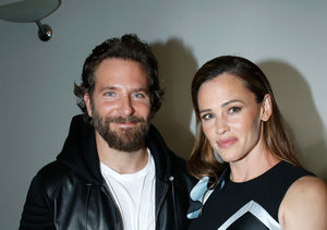 Jennifer Garner & Bradley Cooper Hang Out During COVID-19…