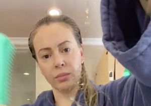 Alyssa Milano Reveals Shocking Hair Loss from COVID-19, Plus: Her Recent…