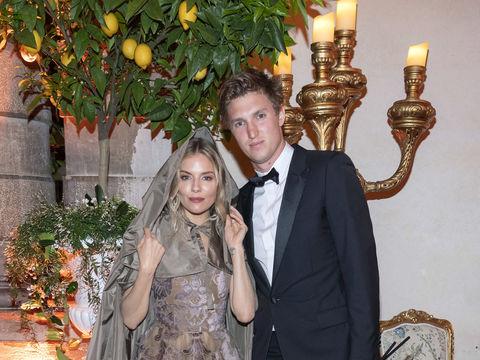 Report: Sienna Miller & Lucas Zwirner Split