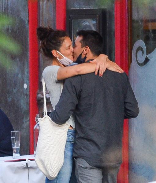Katie Homes Emilio Vitolo Jr. kiss sept8 2020 EXCL IMAGEDIRECT TID_EXCLUSIVE__KAT_521943