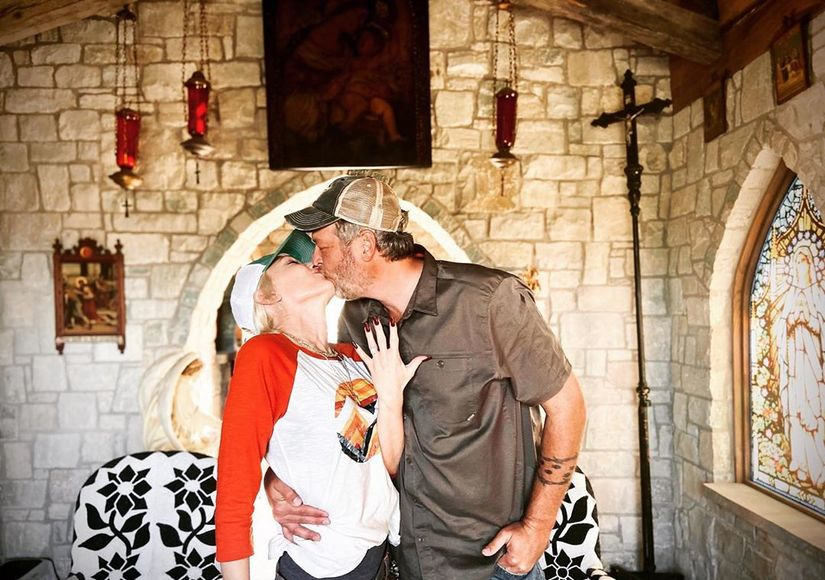 Gwen Stefani & Blake Shelton Engaged — See Her Ring!