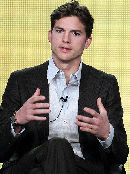 Ashton Kutcher Talks Men Wears Wedding Ring Extratv Com