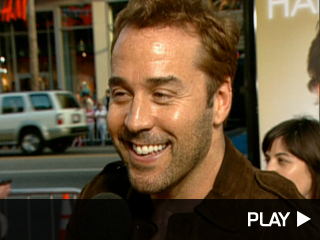 Jeremy Piven on the red carpet.