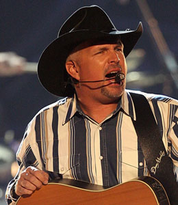 Sources tell 'Extra' that country legend Garth Brooks is working out a deal to perform at the Encore Hotel and Casino.