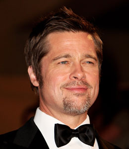 Brad Pitt answers your questions with the 'Extra' fancam!